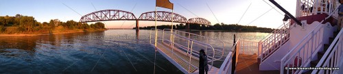 pano_riverboat_0811
