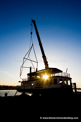 riverboat_crane_28917