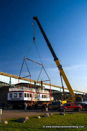 riverboat_crane_28950