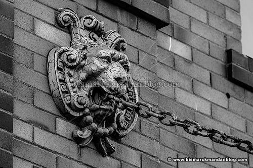 lion_chain_31953